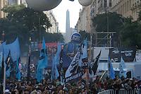 BUENOS AIRES, ARGENTINA, 25.05.2014 - DIA DA INDEPENDENCIA DA ARGENTINA - Argentinos celebram o Dia da Independencia na Praca da Mayo regiao central de Buenos Aires neste domingo, 25. (Foto: Juani Roncoroni / Brazil Photo Press).