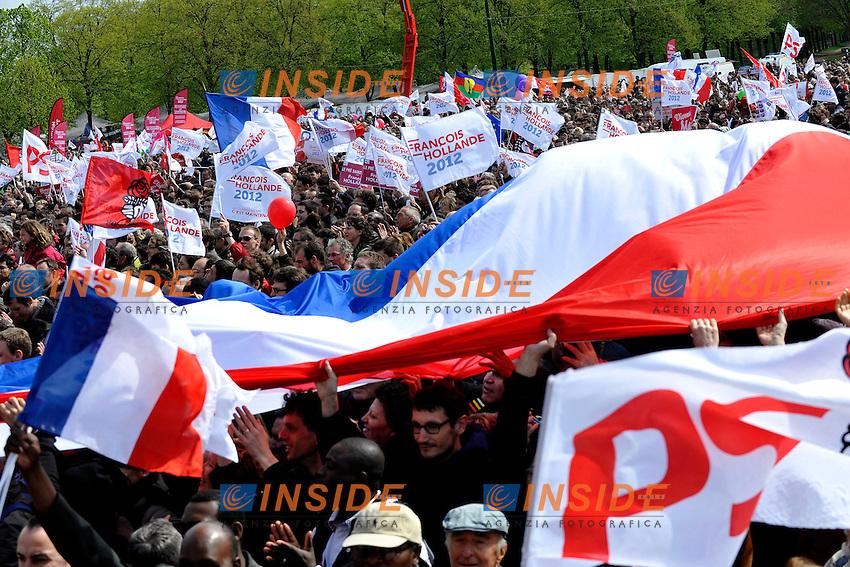 Sostenitori.15/04/2012 Parigi, Vincennes, Meeting del Partito Socialista, in vista delle prossime elezioni presidenziali del 2012..Foto Insidefoto /Florent Dupuy/Panoramic.ITALY ONLY