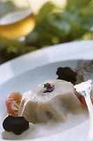 Europe/France/Pays de la Loire/49/Maine-et-Loire/Briollay: Araignée de mer en lasagne à la truffe, soupe mousseuse d'écrevisses recette de Gerard Come Hotel Restaurant Relais et château 'Chateau de Noirieux'