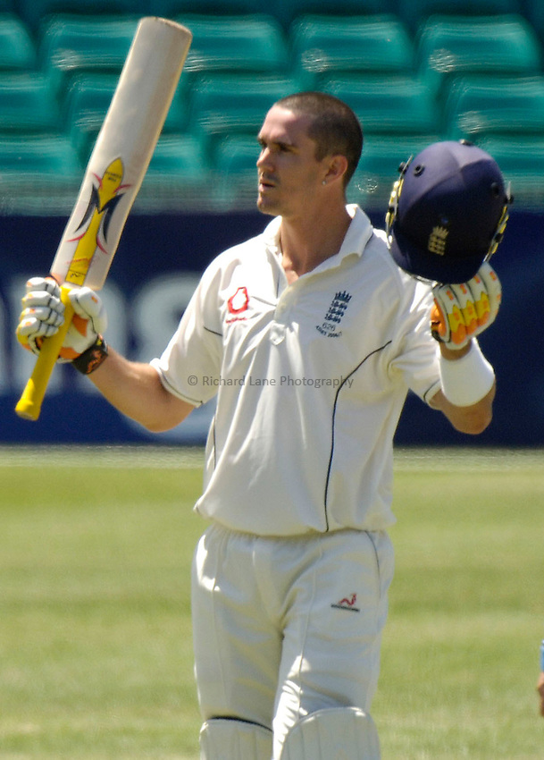 Photo: Steve Holland..New South Wales v England. Tour Match. 14/11/2006..Kevin Pietersen makes 100 runs.