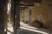 """Europe/France/Aquitaine/40/Landes/Labastide-d'Armagnac: lors de la fête :""""l'Armagnac en Fêtes"""" détail des couverts de la bastide"""