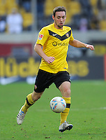 Fussball, 2. Bundesliga, Saison 2011/12, SG Dynamo Dresden - FC Energie Cottbus, Sonntag (11.12.11), gluecksgas Stadion, Dresden. Dresdens Maik Kegel am Ball.