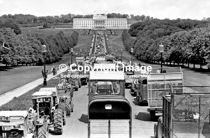 Farmers' protest convoy at Stormont as part of the Ulster Workers' Council strike. Shortly after this the executive resigned. 974052830023.<br />