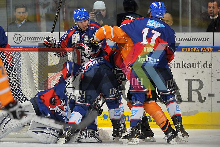 Wolfsburgs Gregory Moore (Nr.15) gegen Mannheims Dennis Endras (Nr.44), Mannheims Steve Wagner (Nr.14), Mannheims Yannic Seidenberg (Nr.36) und Mannheims Marcus Kink (Nr.17) beim Spiel in den Playoff der DEL, Adler Mannheim - Grizzly Adams Wolfsburg.<br /> <br /> Foto &copy; Ice-Hockey-Picture-24 *** Foto ist honorarpflichtig! *** Auf Anfrage in hoeherer Qualitaet/Aufloesung. Belegexemplar erbeten. Veroeffentlichung ausschliesslich fuer journalistisch-publizistische Zwecke. For editorial use only.
