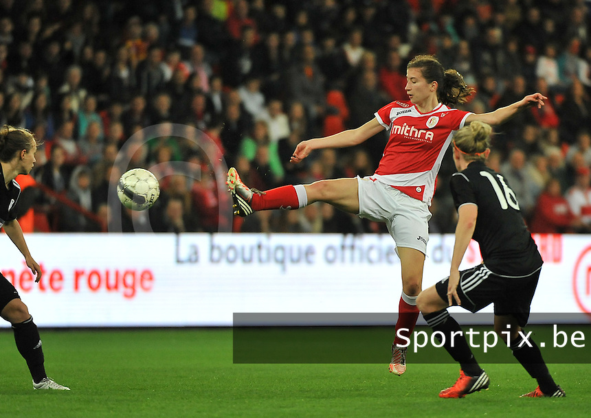 20131009 - LIEGE , BELGIUM : Standard's Sanne Schoenmakers pictured during the female soccer match between STANDARD Femina de Liege and  GLASGOW City LFC , in the 1/16 final ( round of 32 ) first leg in the UEFA Women's Champions League 2013 in stade maurice dufrasne - Sclessin in Liege. Wednesday 9 October 2013. PHOTO DAVID CATRY