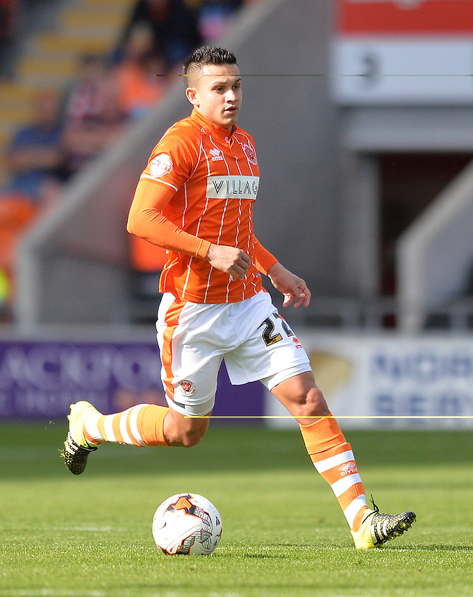 Blackpool's Jose Miguel Cubero on the ball<br /> <br /> Photographer Dave Howarth/CameraSport<br /> <br /> Football - The Football League Sky Bet League One - Blackpool v Barnsley - Saturday 19th September 2015 - Bloomfield Road - Blackpool<br /> <br /> &copy; CameraSport - 43 Linden Ave. Countesthorpe. Leicester. England. LE8 5PG - Tel: +44 (0) 116 277 4147 - admin@camerasport.com - www.camerasport.com