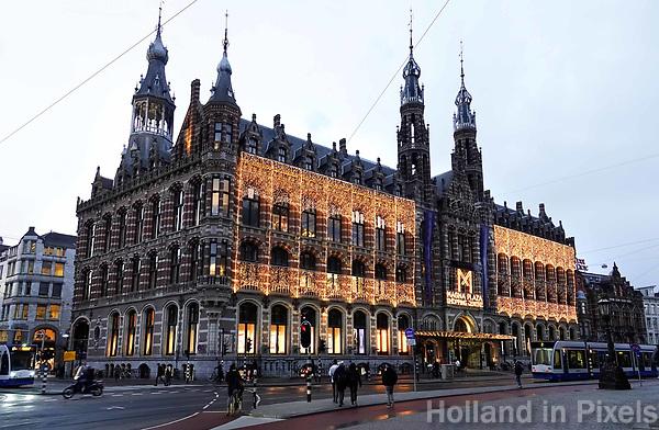 Nederland Amsterdam - 2019. Winkelcentrum Magna Plaza . Voormalig Hoofdpostkantoor. Foto Berlinda van Dam / Hollandse Hoogte