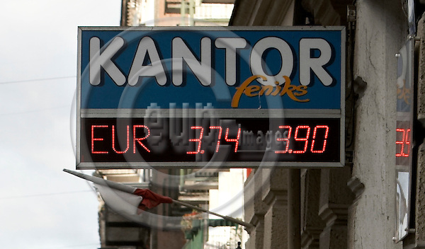 """SZCZECIN - POLAND  09. NOVEMBER 2006 -- Kantor / Currency exchange office in the center of Szczecin  -- PHOTO: CHRISTIAN T. JOERGENSEN / EUP & IMAGES..This image is delivered according to terms set out in """"Terms - Prices & Terms"""". (Please see www.eup-images.com for more details)"""