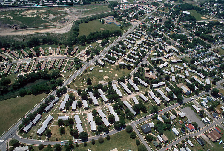 1992 May 23..Assisted Housing..Diggs Town (6-6)...Looking Southeast.Melon Street in foreground...NEG#.NRHA#..HOUSING: DiggsTn2 1:16