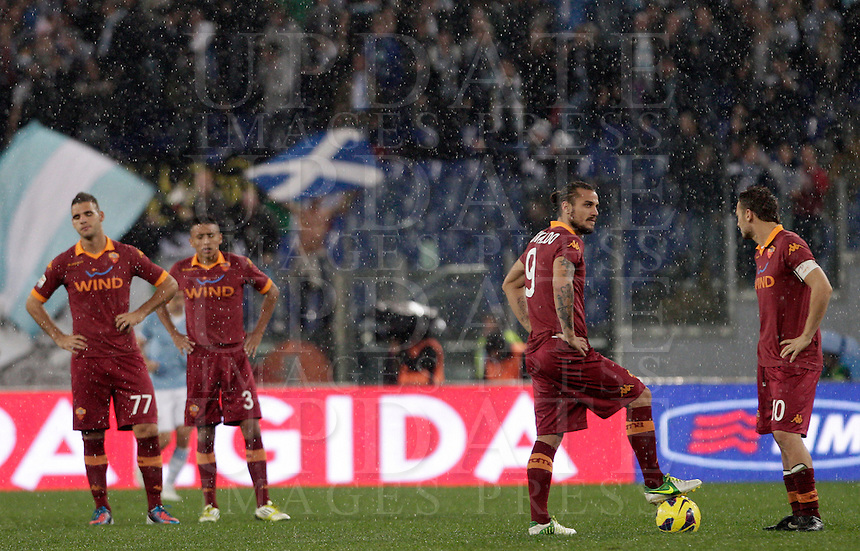 Calcio, Serie A: Lazio vs Roma. Roma, stadio Olimpico, 11 novembre 2012..From left, AS Roma players Panagiotis Tachtsidis, Marquinhos, Pablo Daniel Osvaldo and Francesco Totti reacts after Lazio scored for the third time during the Italian Serie A football match between Lazio and AS Roma, at Rome's Olympic stadium, 11 November 2012. Lazio won 3-2..UPDATE IMAGES PRESS/Riccardo De Luca