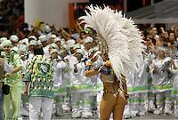 SAO PAULO, SP, 24 DE FEVEREIRO 2012 - CARNAVAL SP DESFILE CAMPEAS - MANCHA VERDE - Viviane Araujo rainha da bateria  da escola de samba Mancha Verde durante desfile das campeãs  do Carnaval 2012 de São Paulo, no Sambódromo do Anhembi, na zona norte da cidade, (FOTO: ALE VIANNA - BRAZIL PHOTO PRESS)
