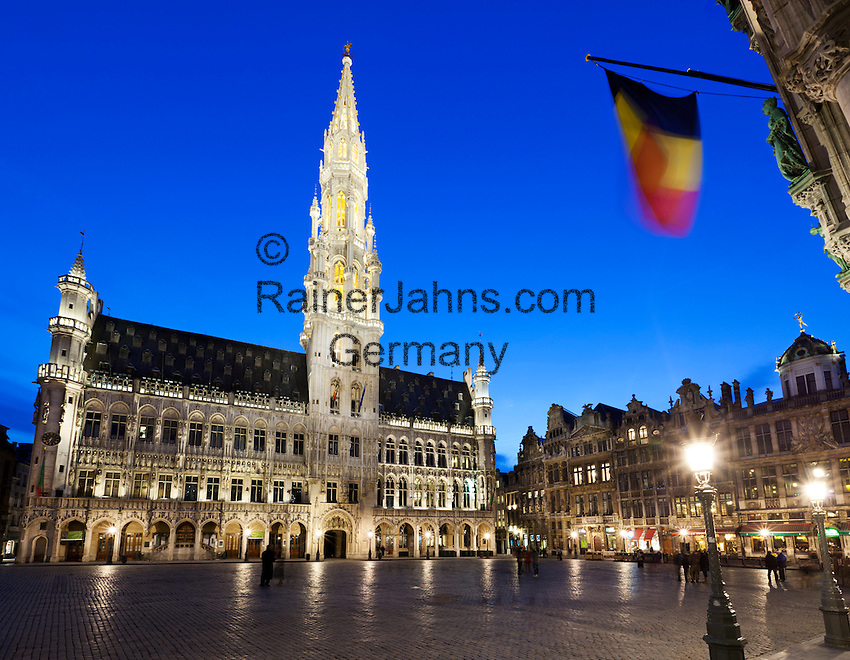 Belgium, Province Brabant, Brussels: Hotel de Ville and guildhouses in the Grand-Place (main Square) at dusk | Belgien, Provinz Brabant, Bruessel: Grand Place (Grote Markt) mit dem Rathaus bei Abenddaemmerung