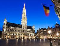 Belgium, Province Brabant, Brussels: Hotel de Ville and guildhouses in the Grand-Place (main Square) at dusk   Belgien, Provinz Brabant, Bruessel: Grand Place (Grote Markt) mit dem Rathaus bei Abenddaemmerung