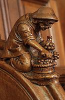 Europe/France/Champagne-Ardenne/51/Marne/Parc Naturel Régional de la Montagne de Reims/Rilly-la-Montagne: Les stalles de l'église représentant des scènes vigneronnes - XVIème - le vendangeur