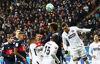 Simon Falette (Eintracht Frankfurt) klaert den Eckball - 09.12.2017: Eintracht Frankfurt vs. FC Bayern München, Commerzbank Arena