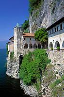 ITA, Italien, Lombardei, Lago Maggiore, Wallfahrtsstaette Santa Caterina del Sasso | ITA, Italy, Lombardia, Lago Maggiore, pilgrimage place Santa Caterina del Sasso