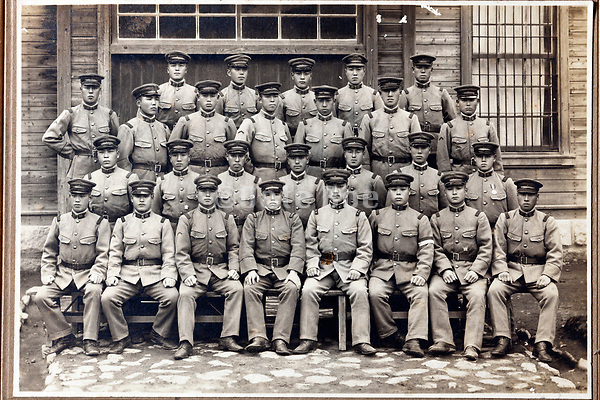 formal photograph of a large group Japanese soldiers 1920s