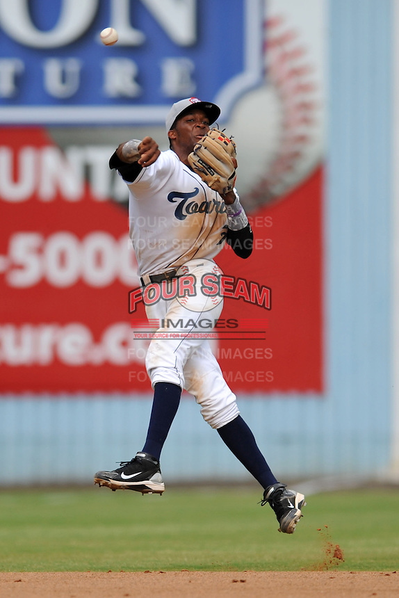 Asheville Tourists shortstop Rosell Herrera #7 throws to first during game one of a double header against the Greensboro Grasshoppers on July 2, 2013 in Asheville, North Carolina.  The Tourists won the game 5-3. (Tony Farlow/Four Seam Images)