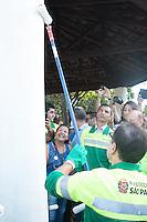 SAO PAULO,SP, 04.02.2017 - JOAO-DORIA - O prefeito Joao Doria durante limpeza, manuntenção e zeladoria da Praça Felisberto Fernandes da Silva no bairro de São Mateus na regiao leste da cidade São Paulo neste sabado,04.(Foto: Ale Meirelles/ Brazil Photo Press)