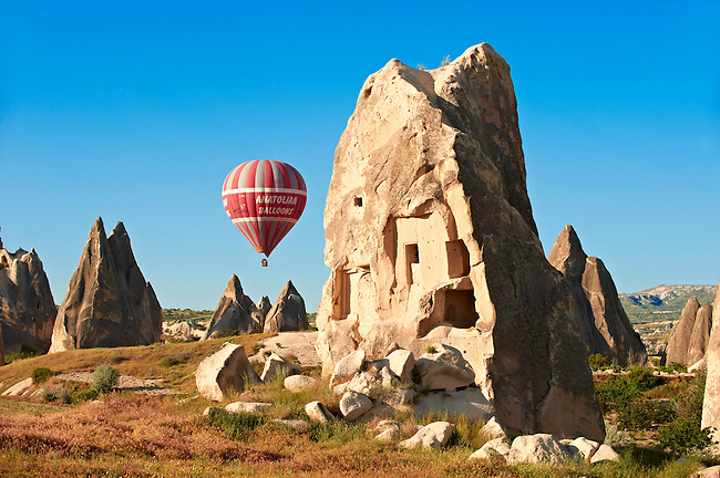 Hot Air Baloons over the Fairy Chimneys near Göreme [ Goreme ]  , Cappadocia Turkey