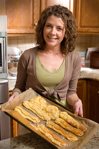 Slug: Guten/Stock Usage.Date: 05/ 28 / 2008.Photographer: Mark Finkenstaedt .Location: Catonsville MD.Caption:  Jules E.D.Shepard author and owner of Nearly Normal Cooking  ..© 2008 Mark Finkenstaedt. All Rights Reserved.No transfers or loans.  For the use of Nearly Normal Cooking Only. Use includes Nearly Normal Cooking website, 1st run (40K) of Nearly Normal Cooking   Book and author appearances  . For additional use call the photographer.2022582613.mark@mfpix.com