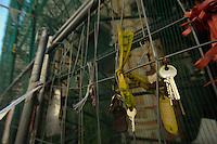 Le chiavi della città, lasciate dai cittadini in segno di protesta.The keys to the city.