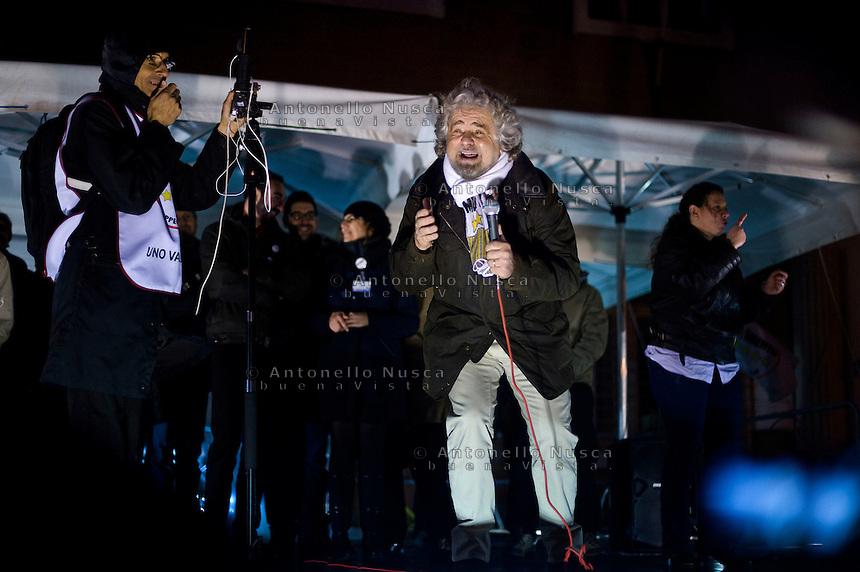 Pomezia, 23 Gennaio, 2013. Beppe Grillo tiene il suo comizio in una piazza di Pomezia durante il suo tsunami tour