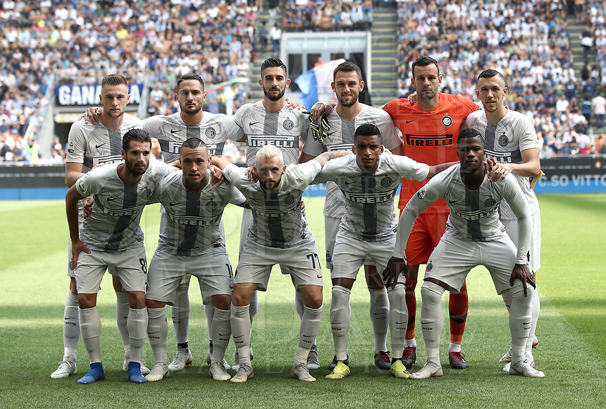 Calcio, Serie A: Inter Milano-Parma, Giuseppe Meazza stadium, September 15, 2018.<br /> Inter's players pose for the pre match photograph prior to the start of the Italian Serie A football match between Inter and Parma at Giuseppe Meazza (San Siro) stadium, September 15, 2018.<br /> UPDATE IMAGES PRESS/Isabella Bonotto