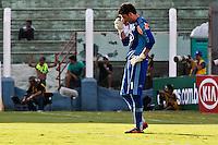 ATENÇÃO EDITOR: FOTO EMBARGADA PARA VEÍCULOS INTERNACIONAIS PRESIDENTE PRUDENTE 11 NOVEMBRO 2012 - CAMPEONATO BRASILEIRO - PALMEIRAS x FLUMINENSE - Bruno goleiro  do Palmeiras  durante partida Palmeiras x Fluminense válido pela 35º rodada do Campeonato Brasileiro no Estádio Eduardo José Farah. Apelido, (Prudentão), no interior paulista na tarde deste domingo (11).(FOTO: ALE VIANNA -BRAZIL PHOTO PRESS)