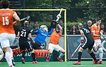 BLOEMENDAAL   - Hockey - keeper Jaap Stockmann (Bldaal) en Mats de Groot (Bldaal) stoppen de strafcorner. 3e en beslissende  wedstrijd halve finale Play Offs heren. Bloemendaal-Amsterdam (0-3). Amsterdam plaats zich voor de finale.  COPYRIGHT KOEN SUYK