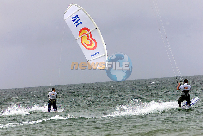 Kite surfers on the Beech in Bettystown..Picture Fran Caffrey Newsfile...This Picture is sent to you by:..Newsfile Ltd.The View, Millmount Abbey, Drogheda, Co Louth, Ireland..Tel: +353419871240.Fax: +353419871260.GSM: +353862500958.ISDN: +353419871010.email: pictures@newsfile.ie.www.newsfile.ie