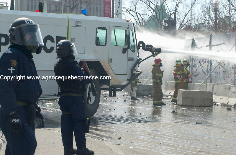 April 2001 File Photo,Quebec City, Quebec, Canada; <br /> <br /> The Quebec provincial police (Surete du Quebec) use water cannon to disperse demonstrators dring the Quebec Summit of the Americas   <br /> (Mandatory Credit: Photo by Michel Karpoff - Images Distribution (&copy;) Copyright 2001 by Michel Karpoff<br /> <br /> NOTE :  D-1  original JPEG, saved as Adobe 1998 RGB.