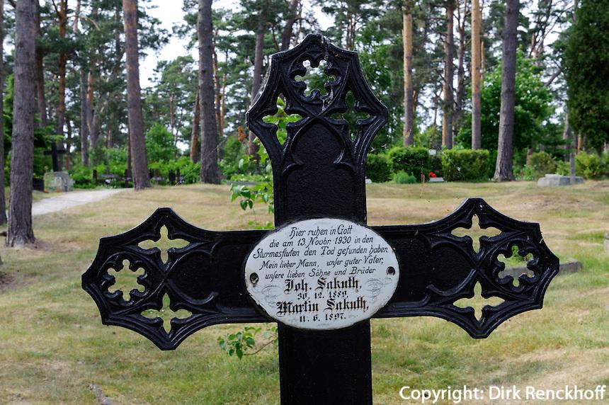 Friedhof in Nida auf der kurischen Nehrung, Litauen, Europa