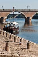 Europe/France/Aquitaine/24/Dordogne/Bergerac: Une gabare touristique sur la Dordogne aport de Bergerac