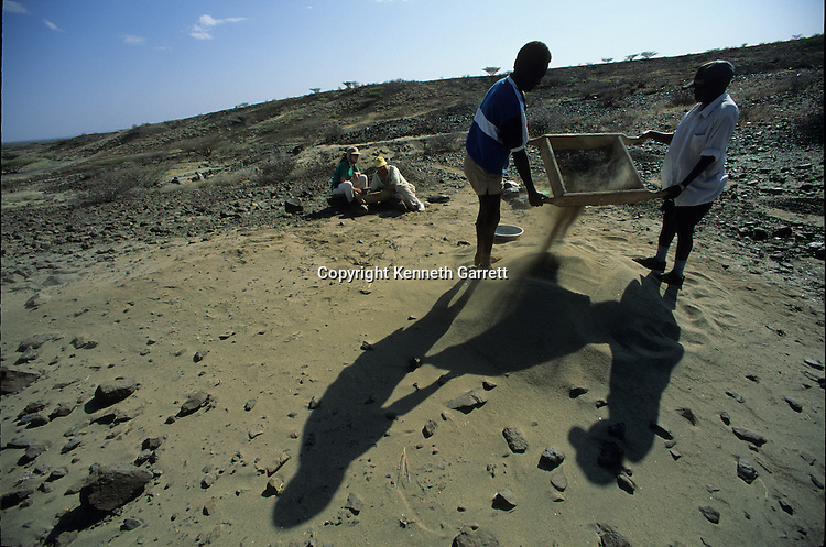 Allia Bay, Kenya; Turkana; Sifting for fossils, Alan Walker, Pennsylvania State University, hominids