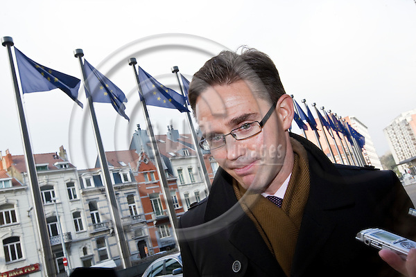 BRUSSELS - BELGIUM - 16 NOVEMBER 2010 -- Jyrki KATAINEN, Deputy Prime Minister and Finance Minister of Finland before his meeting with EU-Commissioner in charge of Competition and the ECOFIN - Euro Group Finance Ministers meeting. Briefing the Finnish media on the Ireland crisis in front of the EU-Commission building. -- PHOTO: Juha ROININEN / EUP-Images.