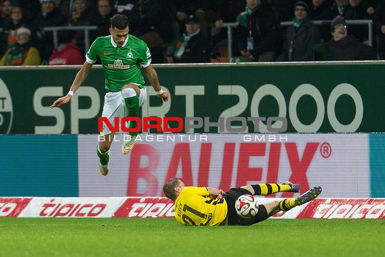 20.12.2014, Weser Stadion, Bremen, GER, 1.FBL, Werder Bremen vs Borussia Dortmund, im Bild<br /> <br /> <br /> Davie Selke (Bremen #27)<br /> Oliver Kirch (Borussia Dortmund)<br /> Banner Baufix<br /> <br /> <br /> Foto &copy; nordphoto / Kokenge