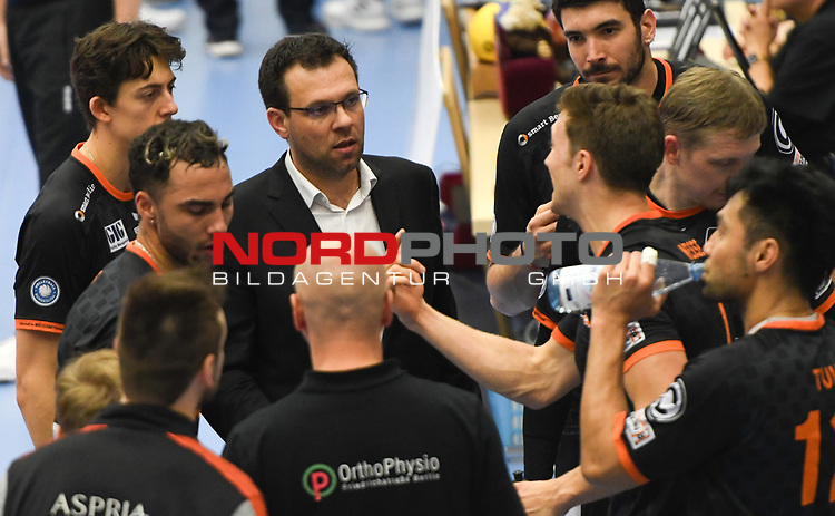 08.02.2020, GER, VBL, SVG Lueneburg vs Berlin Recycling Volleys, im Bild Trainer Cedric Enard (Berlin) / Foto © nordphoto/ Witke