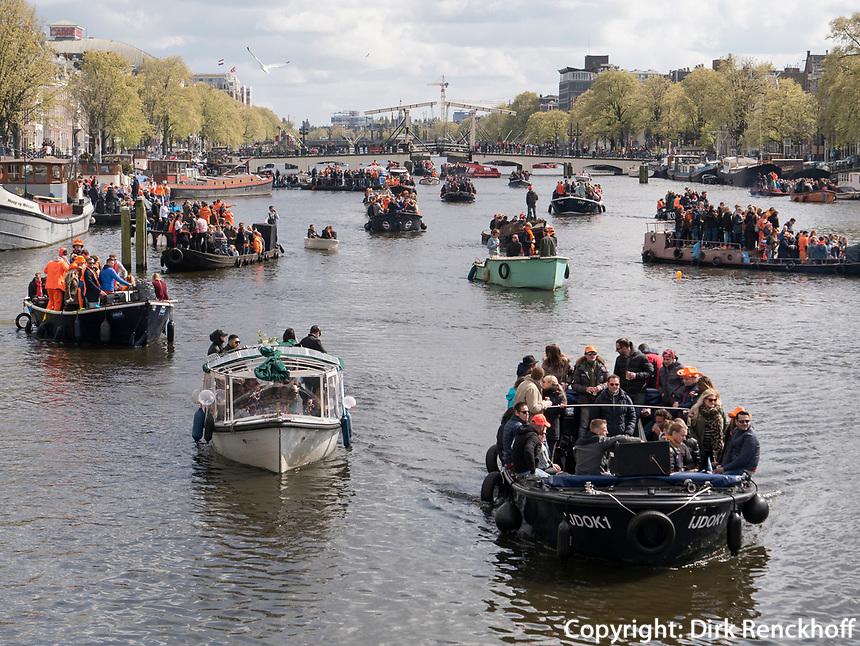 Boote am K&ouml;nigstag auf der Binnenamstel,  Amsterdam, Provinz Nordholland, Niederlande<br /> Boats at Kings day on  the internal Amstel, Amsterdam, Province North Holland, Netherlands