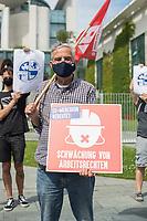 """Protest gegen das EU-Mercosur-Abkommen vor dem Bundeskanzleramt.<br /> Die Bundesregierung hat angekuendigt waehrend ihrer EU-Ratspraesidentschaft das Handelsabkommen der EU mit den Mercosur-Staaten Argentinien, Brasilien, Paraguay und Uruguay voran zu treiben. Dagegen protestierten am Montag den 29.6.2020 zivilgesellschaftliche Organisationen aus den Bereichen Umweltschutz, Landwirtschaft, Menschenrechte, Fairer Handel und Humanitaere Hilfe unter dem Motto """"Zeit zum Umdenken: Kein Weiter so!"""".<br /> 29.6.2020, Berlin<br /> Copyright: Christian-Ditsch.de<br /> NUR FUER REDAKTIONELLE ZWECKE! Werbung nur auf Anfrage beim Fotografen. [Inhaltsveraendernde Manipulation des Fotos nur nach ausdruecklicher Genehmigung des Fotografen. Vereinbarungen ueber Abtretung von Persoenlichkeitsrechten/Model Release der abgebildeten Person/Personen liegen nicht vor. NO MODEL RELEASE! Don't publish without copyright Christian-Ditsch.de, Veroeffentlichung nur mit Fotografennennung, sowie gegen Honorar, MwSt. und Beleg. Konto: I N G - D i B a, IBAN DE58500105175400192269, BIC INGDDEFFXXX, Kontakt: post@christian-ditsch.de<br /> Bei der Bearbeitung der Dateiinformationen darf die Urheberkennzeichnung in den EXIF- und  IPTC-Daten nicht entfernt werden, diese sind in digitalen Medien nach §95c UrhG rechtlich geschuetzt. Der Urhebervermerk wird gemaess §13 UrhG verlangt.]"""