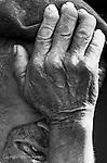 Maria de Ligonde e unha muller do rural galego, da zona de Lugo. O seu home esta enfermo, e un fillo traballa fora. Ela ten que facerse cargo de todas as tarefas de casa, asi como do coidado dos animais. E un claro exemplo do matriarcado en Galicia. En la imagen el marido de Maria.
