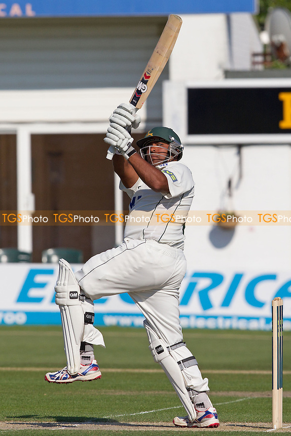 Samit Patel, Nottinghamshire CCC pulls a short delivery to leg - Sussex CCC vs Nottinghamshire CCC - LV County Championship Division One Cricket at The Probiz County Ground, Eaton Road, Hove - 26/05/12 - MANDATORY CREDIT: Ray Lawrence/TGSPHOTO - Self billing applies where appropriate - 0845 094 6026 - contact@tgsphoto.co.uk - NO UNPAID USE.