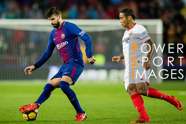 Gerard Pique Bernabeu of FC Barcelona (L) fights for the ball with Luis Muriel of Sevilla FC (R) during the La Liga 2017-18 match between FC Barcelona and Sevilla FC at Camp Nou on November 04 2017 in Barcelona, Spain. Photo by Vicens Gimenez / Power Sport Images