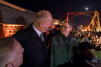 Feierlichkeit zum 30. Jahrestag des Mauerfall am 10. November 2019 an der Glienicker Bruecke. Die Bruecke zwischen Potsdam und Berlin wurde am 10. November 1989 fuer DDR-Buerger geoeffnet.<br /> Im Bild vlnr.: Der Ministerpraesident von Brandenburg Dietmar Woidke und der Regierende Buergermeister von Berlin, Michael Mueller, beide SPD,  bei der Feier auf der Bruecke.<br /> 10.11.2019, Berlin<br /> Copyright: Christian-Ditsch.de<br /> [Inhaltsveraendernde Manipulation des Fotos nur nach ausdruecklicher Genehmigung des Fotografen. Vereinbarungen ueber Abtretung von Persoenlichkeitsrechten/Model Release der abgebildeten Person/Personen liegen nicht vor. NO MODEL RELEASE! Nur fuer Redaktionelle Zwecke. Don't publish without copyright Christian-Ditsch.de, Veroeffentlichung nur mit Fotografennennung, sowie gegen Honorar, MwSt. und Beleg. Konto: I N G - D i B a, IBAN DE58500105175400192269, BIC INGDDEFFXXX, Kontakt: post@christian-ditsch.de<br /> Bei der Bearbeitung der Dateiinformationen darf die Urheberkennzeichnung in den EXIF- und  IPTC-Daten nicht entfernt werden, diese sind in digitalen Medien nach §95c UrhG rechtlich geschuetzt. Der Urhebervermerk wird gemaess §13 UrhG verlangt.]