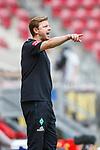Florian Kohfeldt (SV Werder Bremen) gibt Anweisungen, <br /> <br /> Sport: Fussball: 1. Bundesliga:: nphgm001:  Saison 19/20: 33. Spieltag: 1. FSV Mainz 05 vs SV Werder Bremen 20.06.2020<br /> Foto: Neis/Eibner/Pool/via gumzmedia/nordphoto<br /><br />DFB regulations prohibit any use of photographs as image sequences and/or quasi-video.<br />Editorial Use ONLY<br />National and International News Agencies OUT<br />  DFL REGULATIONS PROHIBIT ANY USE OF PHOTOGRAPHS AS IMAGE SEQUENCES AND OR QUASI VIDEO<br /> EDITORIAL USE ONLY<br /> NATIONAL AND INTERNATIONAL NEWS AGENCIES OUT