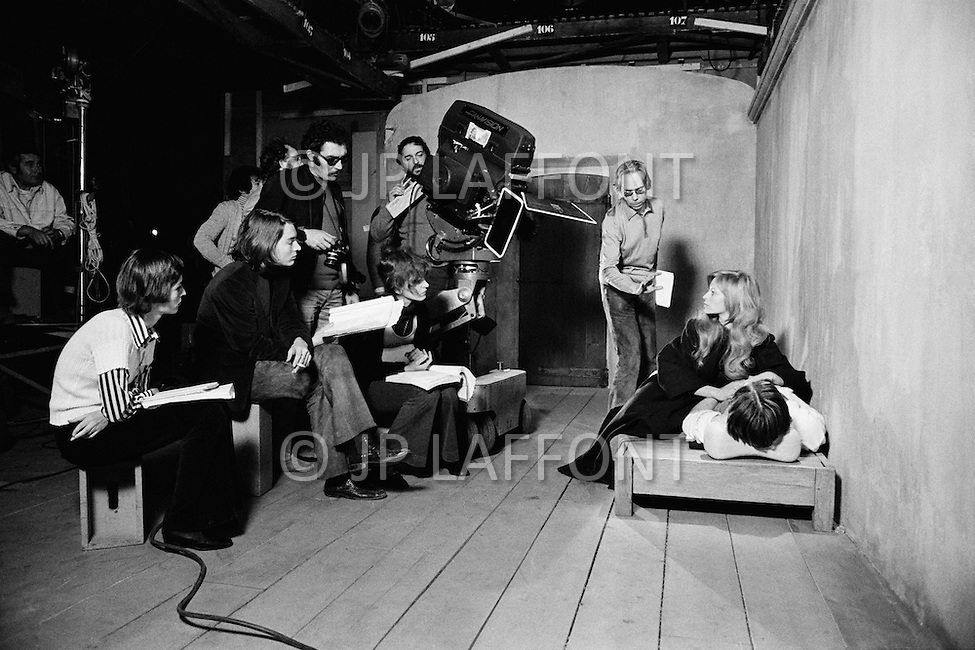 May 1972, France. Greek director Ado Kyrou directing the French actress Nathalie Delon on the set of his film Le Moine (The Monk). Filming took place in the Boulogne Billancourt studios near Paris. | Location: Ile-de-Paris, France. Image by © JP Laffont