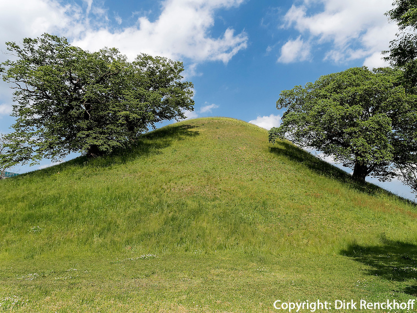 Grabh&uuml;gel Bonghwadae im Noseodong--Park, Gyeongju, Provinz Gyeongsangbuk-do, S&uuml;dkorea, Asien, UNESCO-Weltkulturbe<br /> burial mound Bonghwadae in Noseodong park, Gyeongju,  province Gyeongsangbuk-do, South Korea, Asia, UNESCO world-heritage