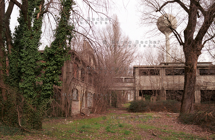 Corsico (Milano). Stabilimento industriale abbandonato Pozzi-Ginori --- Corsico (Milan). Abandoned industrial plant Pozzi Ginori