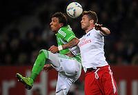 FUSSBALL   1. BUNDESLIGA   SAISON 2011/2012    10. SPIELTAG Hamburger SV - VfL Wolfsburg                                22.10.2011 Mario MANDZUKIC  (li, Wolfsburg) gegen Slobodan RAJKOVIC (re, Hamburg)