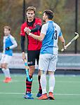 ZEIST- Kenny Bain (Hurley) met Mats Marree (Schaerweijde)   promotieklasse hockey heren, Schaerweijde-Hurley (4-0)  COPYRIGHT KOEN SUYK
